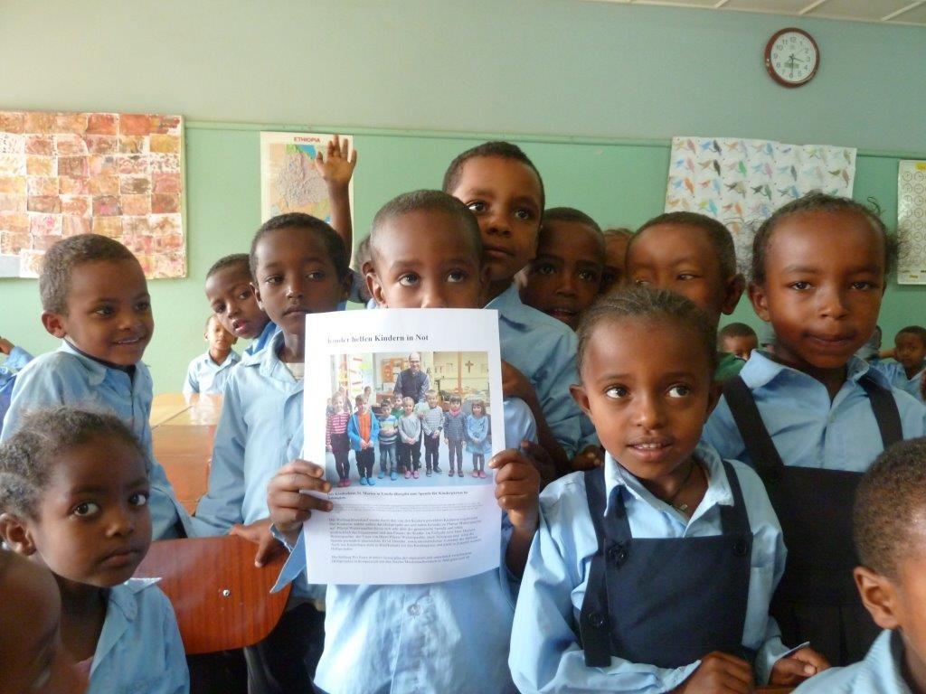 Die Kindergartenkinder freuen sich über die Unterstützung der Kinder aus Lauda